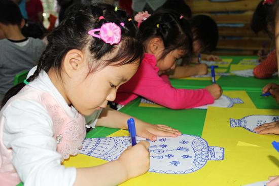 儿童简单的京剧卡纸粘贴画