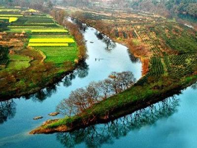月亮湾风景区位于离泾县县城18公里处的蔡村镇大康村,驱车而至,扑面
